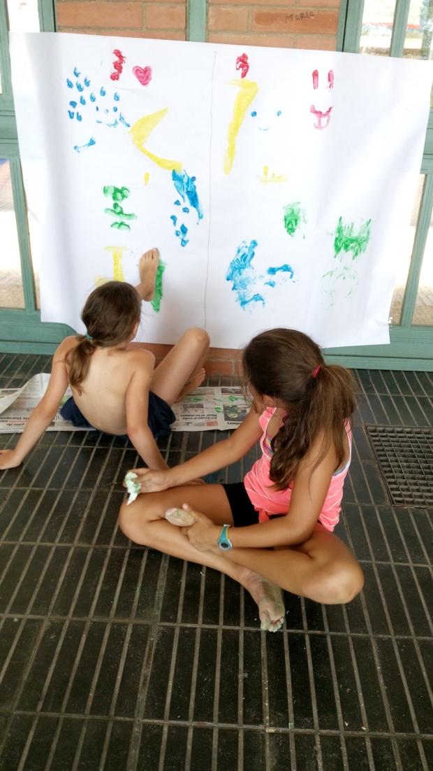 Pintant amb els peus!